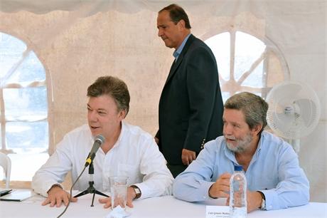 foto2 g15 Sólo habrá cese de operaciones militares cuando se llegue a un acuerdo final de paz, reiteró Santos