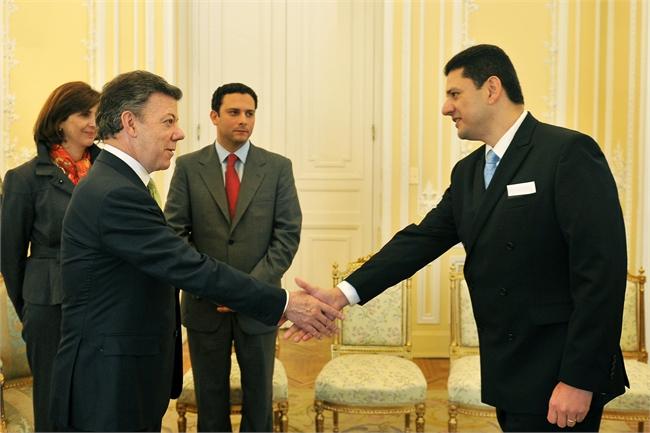 foto3 g2 Canciller hondureño pidió renuncia con carácter irrevocable al Embajador de Honduras en Colombia
