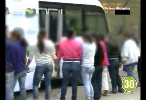 28 personas capturadas en casas de vicio en el Suroeste de Antioqia; once son mujeres