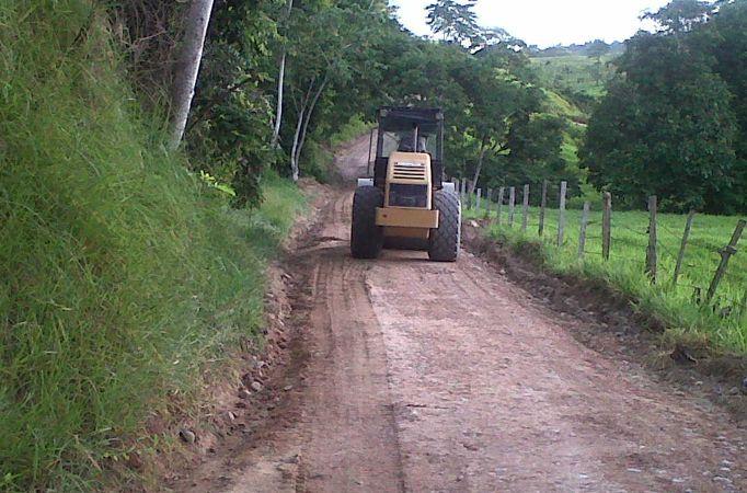 """""""La vía estaba muy malita y en lluvia se ponía peor"""" dice un habitante aceerca de la vía Cisneros - Barbosa, en Antioquia"""