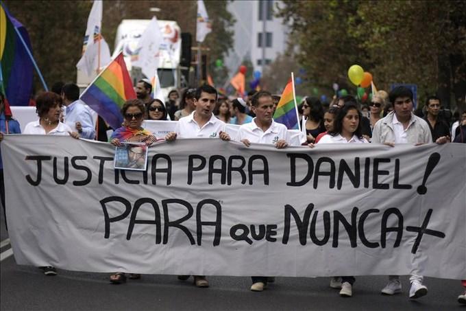 Cadena perpetua para el mayor acusado en el sonado asesinato de un homosexual en Chile. EFE.