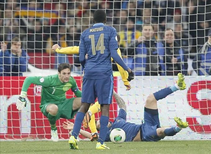 2-0. Ucrania aleja a Francia de Brasil. EFE.