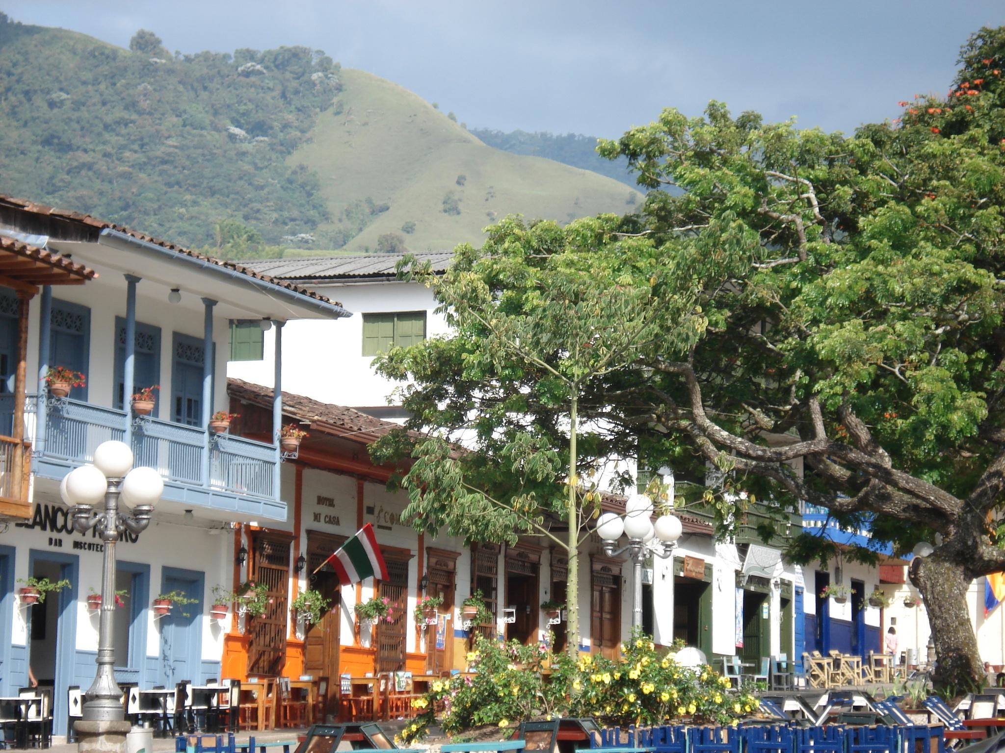 Dos ni as quemadas con p lvora en el parque principal de for Antioquia jardin