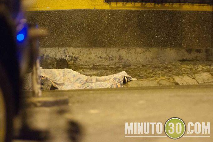 diamante1 Sicarios en moto lo asesinaron cerca de la cancha de Robledo El Diamante. Fotos