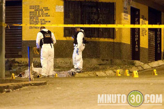 diamante4 Sicarios en moto lo asesinaron cerca de la cancha de Robledo El Diamante. Fotos