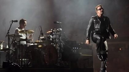 Bono  y Larry Mullen jr - integrantes del grupo de rock  U2