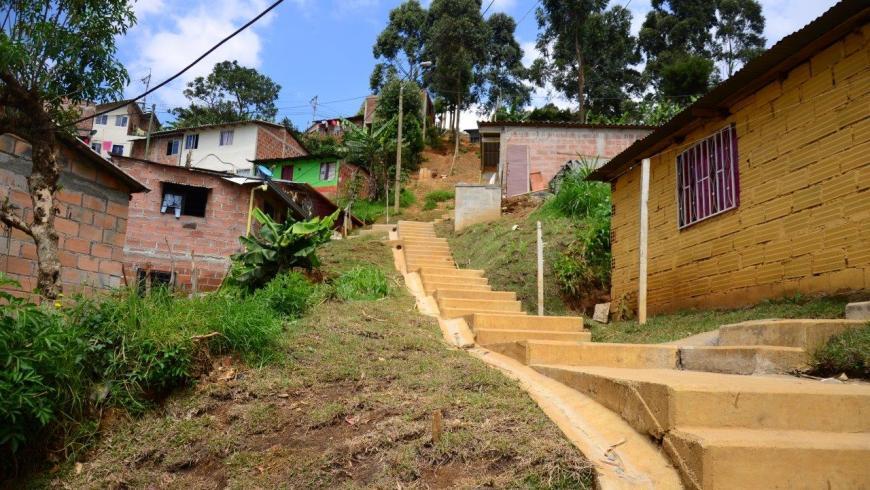 Habitantes de el ed n en el barrio la cruz embellecer n for Fachadas de casas de barrio