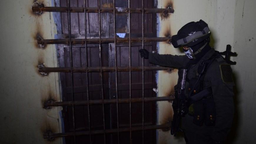 Las puertas de las 'ollas de vicio' estaban reforzadas con placas y barrotes de hierro para blindarlas ante los operativos policiales. Foto: Policía Metropolitana.