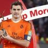 El portero y capitán del Real Madrid, Iker Casillas, posa con el trofeo Juego Limpio, tras vercer a San Lorenzo en la final del Mundial de Clubes disputada esta noche en el Gran Estadio de Marrakech, en Marruecos. EFE