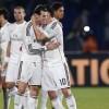 Gareth Bale (c) y James Rodríguez (2-d), al término de la final del Mundial de Clubes ante San Lorenzo disputada esta noche en el Gran Estadio de Marrakech, en Marruecos. EFE