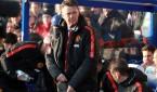 El entrenador del Manchester United Louis Van Gaal ante el Queens park Rangers. EFE/EPA