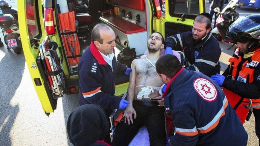 Un palestino apuñala a 16 personas en una parada de autobús en Tel Aviv