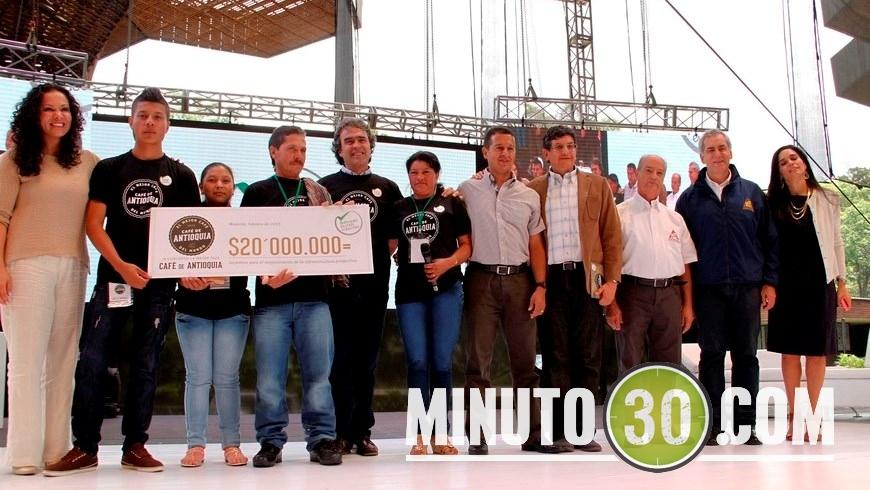 """""""Un café del corazón"""", así lo calificó Silvia Elena Higuita, la ganadora del concurso de la Mejor Taza de Café de Antioquia."""