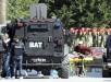 Un herido es evacuado del lugar donse se ha pruducido un ataque terrorista, en el Museo del Bardo, en Túnez. EFE