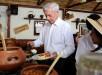 El escritor peruano Mario Vargas Llosa visita la casa museo que lleva su nombre durante su cumpleaños número 79, en Arequipa (Perú). EFE.