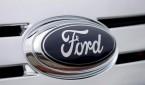 MCX01. DEARBORN (MICHIGAN). 25/1/2007.- Foto de archivo fechada el 15 de septiembre de 2005 del logo de Ford de un automóvil Ford Edge tomada en los exteriores de la sede de la Compañía Ford Motor en Dearborn, Michigan. Ford Motor anunció pérdidas por $12.7 billones de dólares, hoy 25 de enero, la peor pérdida anual en la compañía en su 103 años de historia. EFE/Jeff Kowalsky