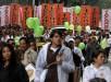 En la imagen, manifestantes participan en las marchas del Día Internacional del Trabajo en Bogotá. EFE.