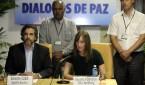 Imagen de archivo de los representantes de los países garantes del proceso de paz colombiano en La Habana Rita Sandberg, de Noruega, y Rodolfo Benítez, de Cuba. EFE/Archivo