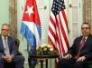 El ministro interino de Relaciones Exteriores de Cuba, Marcelino Medina (d), durante una reunión con el jefe de la Sección de Intereses de EE.UU., Jeffrey DeLaurentis en La Habana. Foto: EFE.
