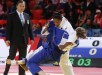 La judoca colombiana Yuri Alvear (blanco), en acción con la austríaca Bernadette Gaaf durante el combate por la medalla de bronce de la categoría de -70kg en los campeonatos del mundo de judo en el Palacio de hielo de Alau en Astana (Kazajistán). EFE