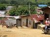 ACOMPAÑA CRÓNICA:COLOMBIA CONFLICTO BOG10. LA CAUCANA (COLOMBIA), 04/08/2015.- Fotografía del 3 de agosto de 2015 del corregimiento de La Caucana, municipio de Caucasia en la región del bajo Cauca antioquieño (Colombia). En La Caucana todos son supervivientes; así lo dicen porque superaron la violencia de distintos grupos armados ilegales que en las dos décadas anteriores dejó un reguero de muertos en el Bajo Cauca, una próspera región del noroeste de Colombia. Hoy en La Caucana, un corregimiento de Tarazá, municipio del departamento de Antioquia bañado por las aguas del río Cauca, sus cerca de 5.000 habitantes tratan de llevar una vida normal, lo más lejos del conflicto que vive el país y que en esta zona, como en muchas otras, tuvo como combustible al narcotráfico. EFE/RICARDO MALDONADO ROZO