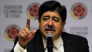 Fotografía tomada el pasado 1 de junio en la que se registró al expresidente de la Federación Colombiana de Fútbol (FCF), Luis Bedoya, quien es uno de los dirigentes del fútbol sudamericano que la justicia estadounidense tienen en la mira dentro del gran escándalo de corrupción que ha sacudido a la FIFA. EFE/Archivo