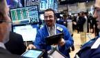 Comerciantes de valores trabajan en la sede de la Bolsa de Valores de Nueva York en Nueva York (EE.UU.). EFE/Archivo