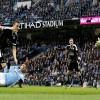 El jugador del Leicester City Robert Huth (2I) logra un gol durante el partido de la Premier League que han jugado Manchester City y Leicester City en el Etihad Stadium, Manchester, Reino Unido. EFE/EPA