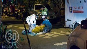 Durante la inspección del cadáver del estadounidense Willy Rene Breauxsous, quien murió el pasado sábado. Foto: Archivo.