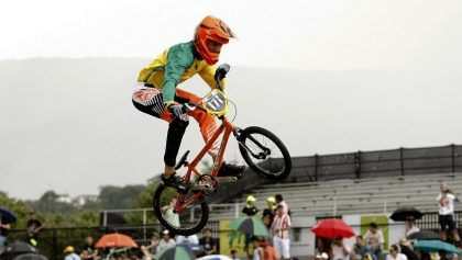 El competidor australiano Joshua Boyton participa en la tercera jornada del Mundial de BMX en Medellín (Colombia). EFE