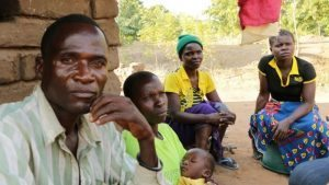 Eric Aniva y su familia. Cortesía BBC.
