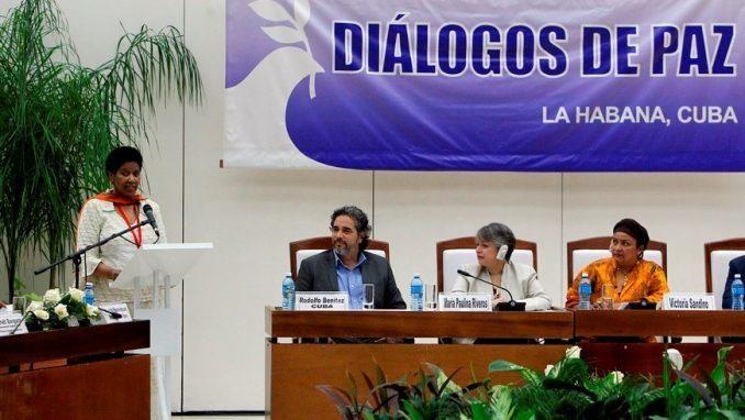 La directora ejecutiva de ONU Mujeres, Phumzile Mlambo-Ngcuka (i), habla hoy, domingo 24 de julio de 2016, durante un evento donde se presentaron informes sobre el enfoque de género en los diálogos, en La Habana (Cuba). EFE