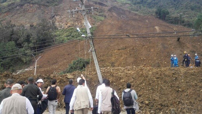 Derrumbe en autopista Medellín - Bogotá.