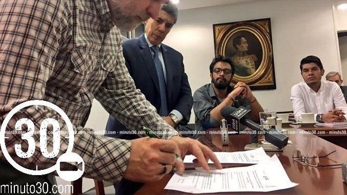 Firma acuerdo entre la UdeA y la Unidad de Víctimas. Foto/Cortesía