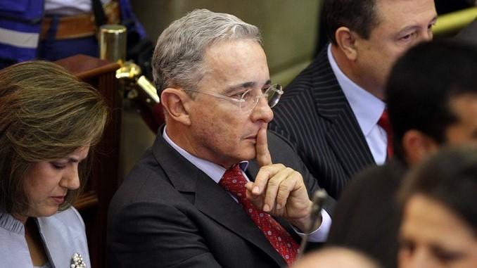 Expresidente Uribe ofrece excusas por ofender a madres de Soacha
