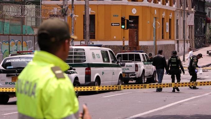 AL MENOS 10 POLICÍAS HERIDOS POR EXPLOSIÓN EN EL CENTRO DE BOGOTÁ