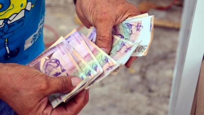 billetes, dinero.