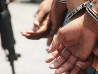 capturados, esposados, detenidos