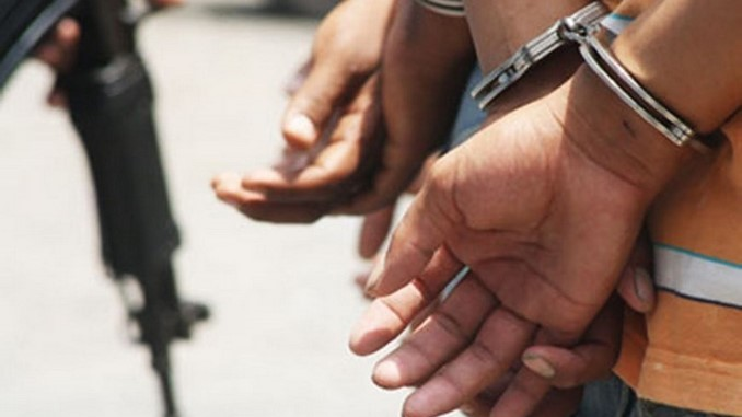 esposados capturados detenidos 10
