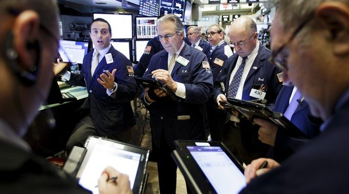Varios corredores de bolsa trabajan en la Bolsa de Nueva York EFEArchivo