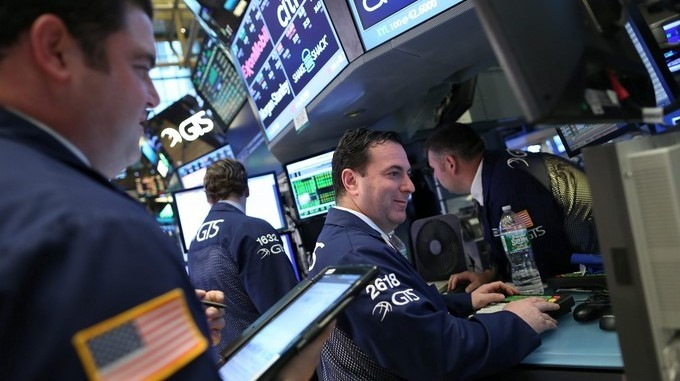 Corredores trabajan en la Bolsa de Valores de Nueva York. EFE/Archivo