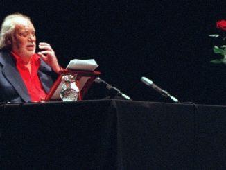El actor Francisco Rabal durante una intervención suya en un recital de poesía. EFEArchivo