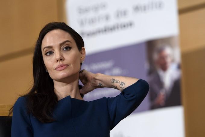 Angelina Jolie y su millonario gesto para Brad Pitt