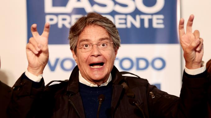 Candidato opositor de Ecuador advierte a Unasur y OEA de intento de fraude