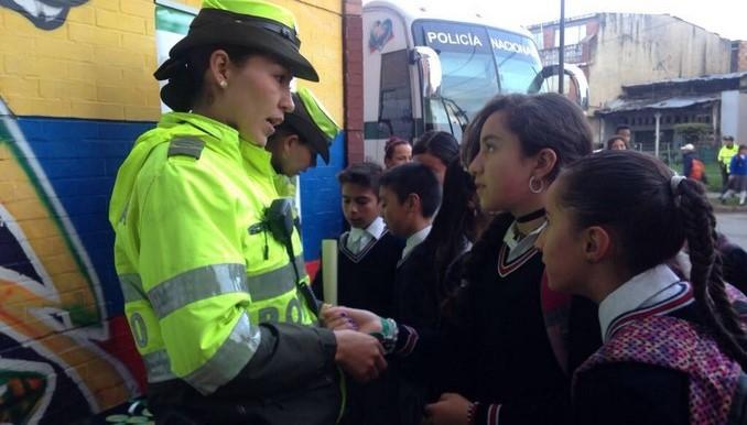 Policía llevó mensajes de prevención a estudiantes del colegio La Gaitana de Bogotá
