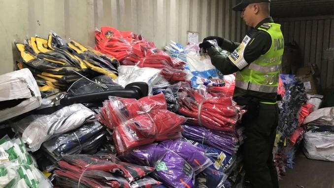 Confecciones de contrabando incautadas.