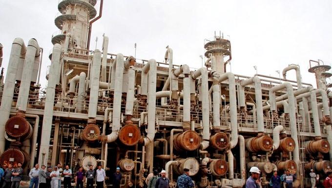 En la imagen, una refinería petrolífera en Irak. EFE/Archivo
