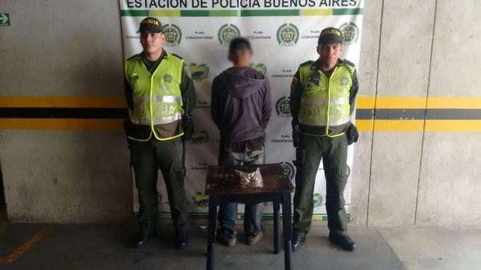 Lo capturaron y le incautaron marihuana en Buenos Aires.