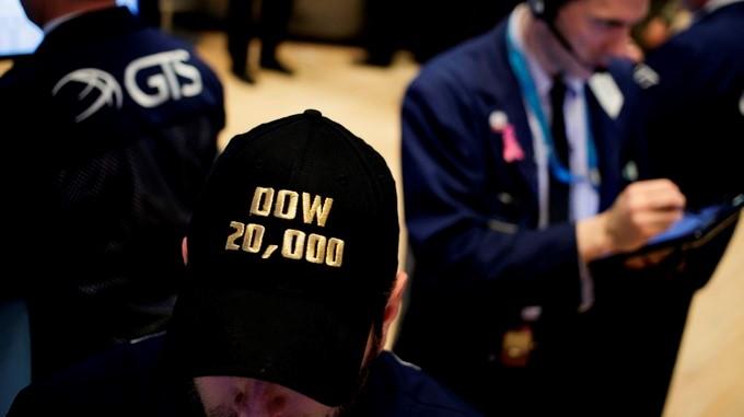 Comerciantes de valores trabajan en la Bolsa de Valores de Nueva York. EFE/Archivo