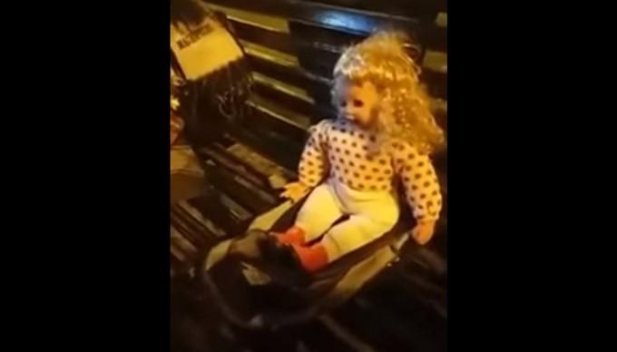 Juguete Habla Video¿muñeca Sin PoseídaEl Baterías Aún n0vONwm8